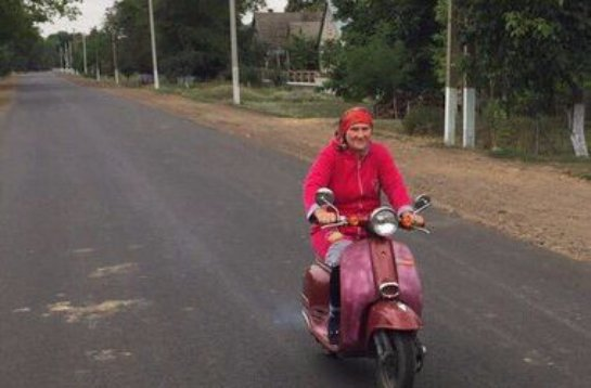 Саакашвили взорвал соцсети фотографией бабушки-байкера