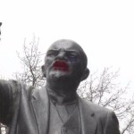 Россияне сделали из Ленина трансвестита