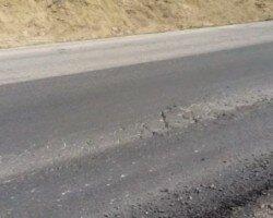 В Крыму новый асфальт на федеральной трассе разрушился за несколько дней