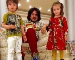 Сын Филиппа Киркорова растет фанатом автомобилей и собирает личную коллекцию
